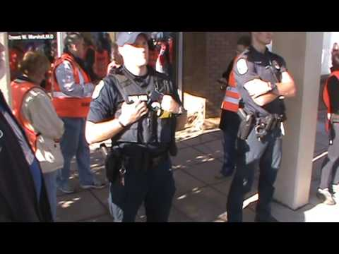 Street preaching at abortion slaugher house to cops
